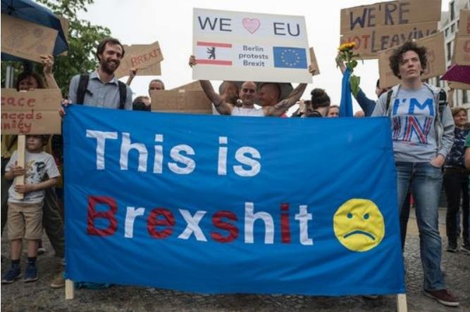 Vu de Grèce, le Brexit « rappelle que le référendum n'est qu'une arme à blanc » (LeMonde)